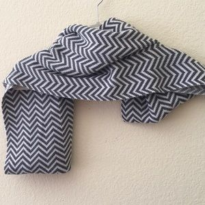 Eileen Fisher infinity scarf grey what chevron